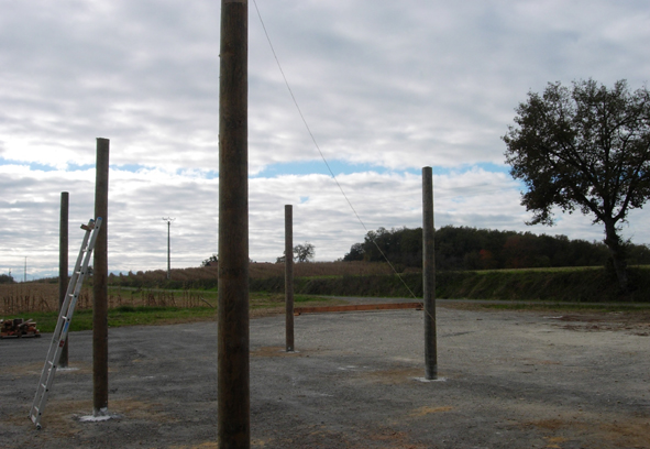 Les poteaux des petits hangars