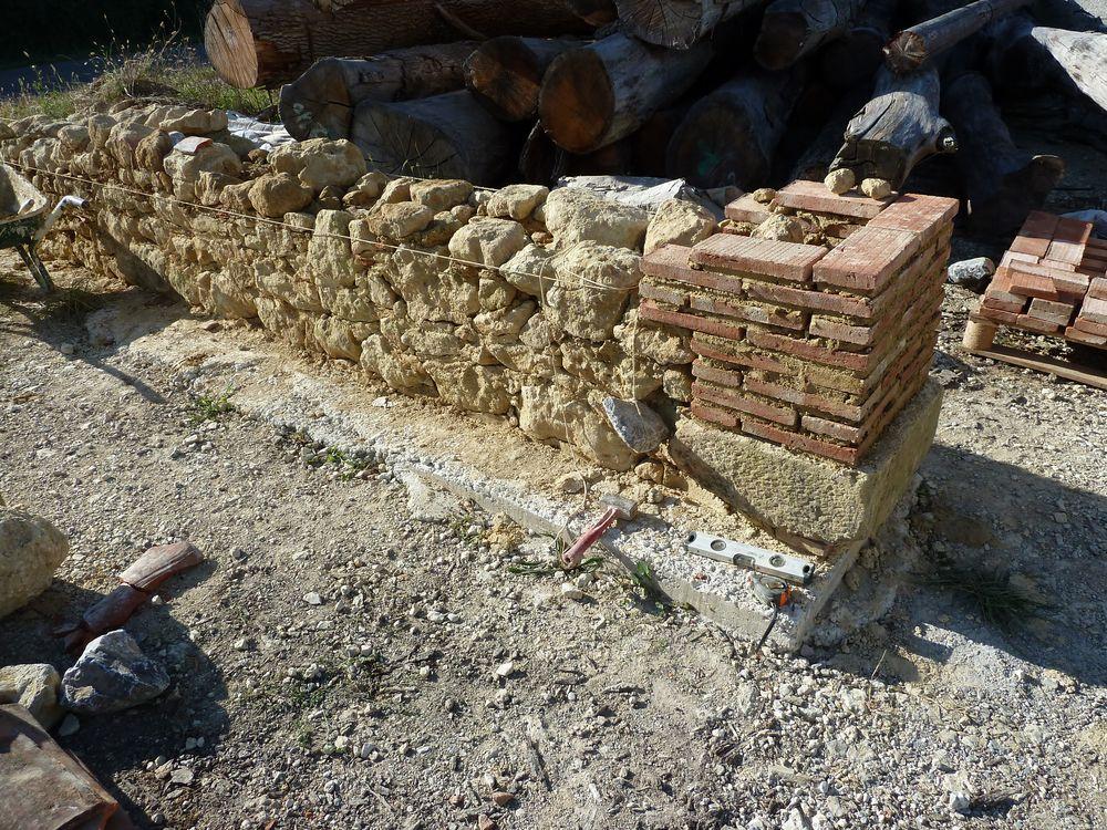 La base du pilier de terre cuite