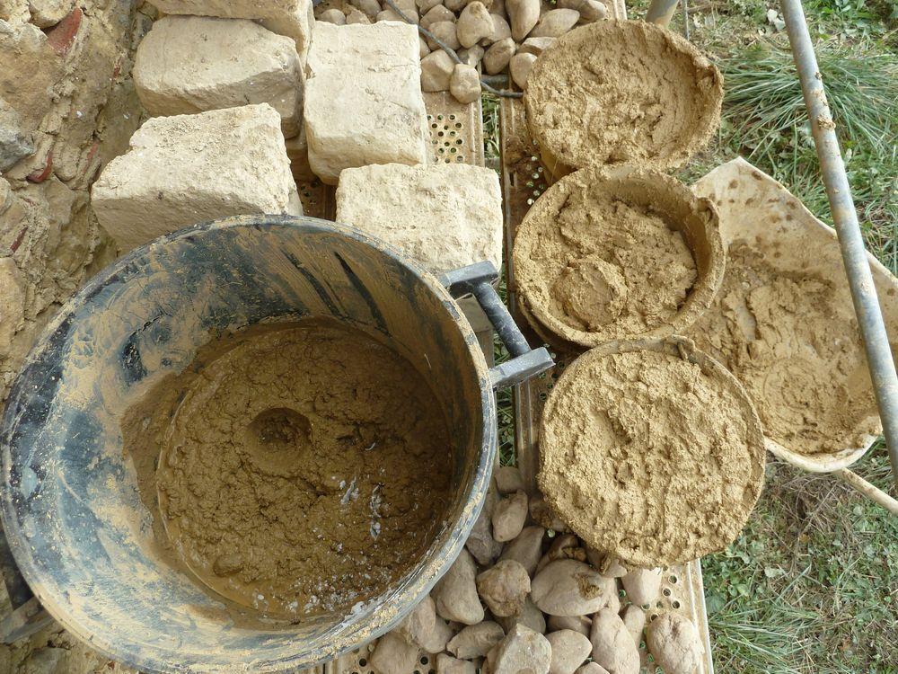 Mortier de terre et sable