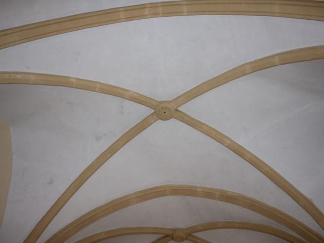 Plafond vouté et fausse pierre à la Base extérieure teintée